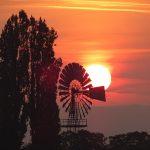 Sonnenaufgang am Windrad Martin Scheid