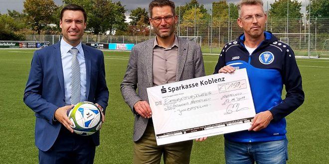 """Seniorenresidenz """"Theresiahaus"""" unterstützt Jugendarbeit des FC Metternich"""